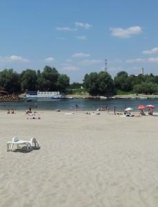 Nisip de Dunăre, pe Plaja Mare de la Călărași. Foto cu telefonul: Călin Hera