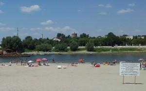 Afiș pe Plaja Mare de pe Dunăre, la Călărași. Foto cu telefonul: Călin Hera