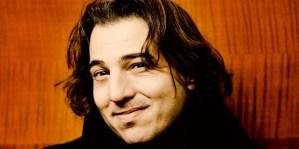 Zâmbetul lui Fazil Say. Sursa: concerti.de