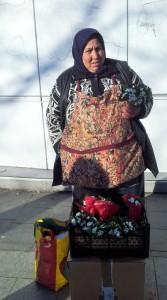 Vedere din București. Femeia care a trecut de la chiloței la ghiocei. Foto: Călin Hera