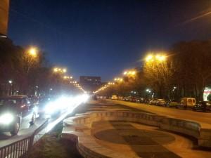 Vedere din București. Palatul Parlamentului întunecat. Foto cu telefonul: Călin Hera