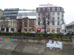 Vedere din București. Aeul cel mai nou, de Dâmbovița. Foto: Călin Hera