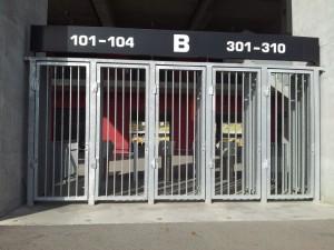 Vedere din București. Porți închise la Arena Națională în zi de meci, fără meci. Foto: Călin Hera