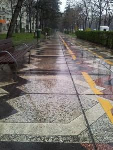 Vedere din București. Ploua informal pe Bd. Unirii. Foto: Călin Hera
