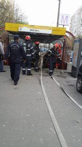 Vedere din București. Pompieri la stația de metrou Dristor 2. Foto: Radu Hera