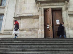 Vedere din București. Personaje la Palatul de Justiție. Foto: Călin Hera