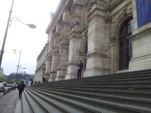 Vedere din București. Scările Palatului de Justiție văzute dintr-o parte. Foto: Călin Hera