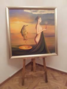 """O femeie și un crap din expoziția """"Tu și eu"""" a lui Zoltan Lorencz. Foto: Călin Hera"""