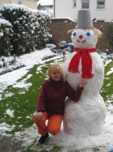 Oamenii de zăpadă se topesc lângă Carmen. Oamenii simpli nu au nicio șansă :). Sursa foto: Vis si realitate 2