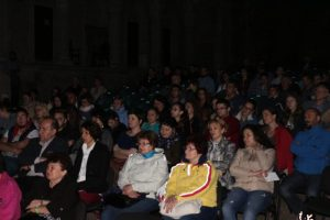 """Spectatori la filmul """"Dincolo de calea ferată"""" - FFE Hunedoara. Foto: Mircea"""
